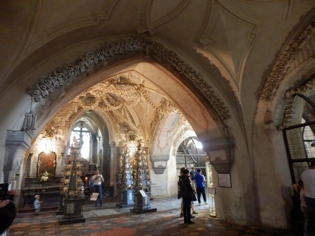 チェコの四万人の遺骨で造られた教会