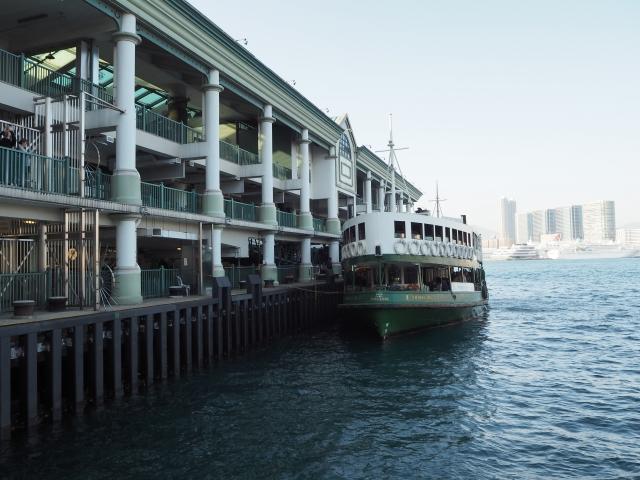 フェリーに乗って香港島へ