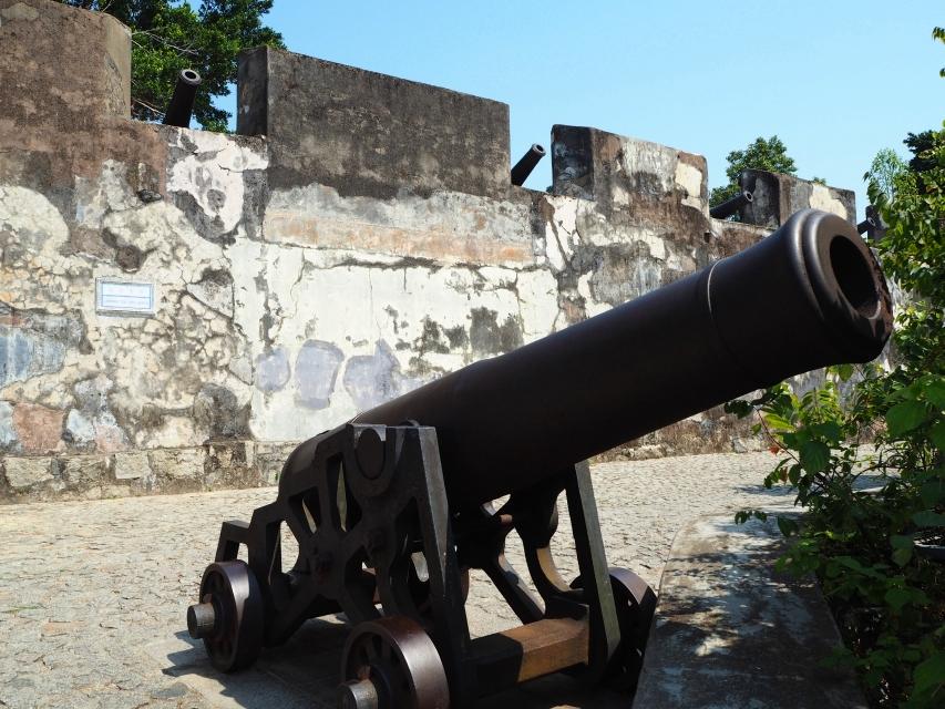 マカオの大砲台が並ぶモンテの砦